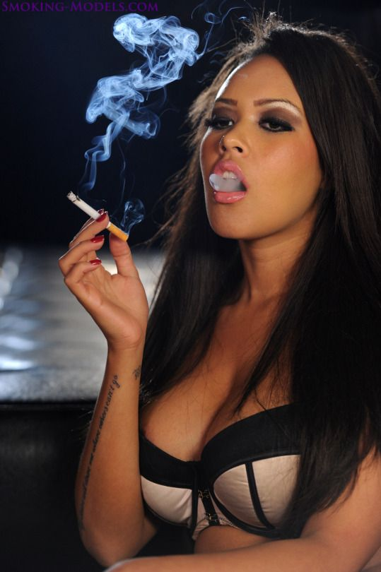https://i.pinimg.com/736x/66/25/29/662529165102fa065d20a7dc2124206d--smoking-ladies-smoke.jpg