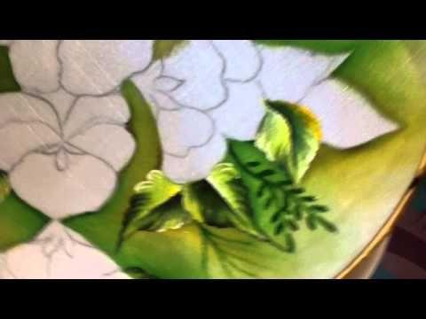 Linda pintura em tecido com audio em espanhol, mas aprendemos muito com essa pintura.