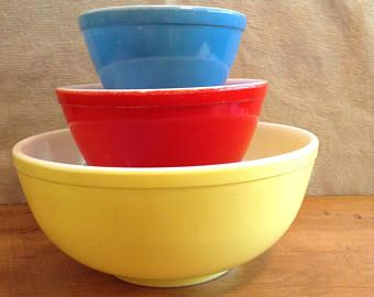 Primary Pyrex Mixing BOWLS. Midcentury. Classic Colours. So Collectible. Set of Three-RED, YELLOW and Blue. Missing Green. Great Condition.