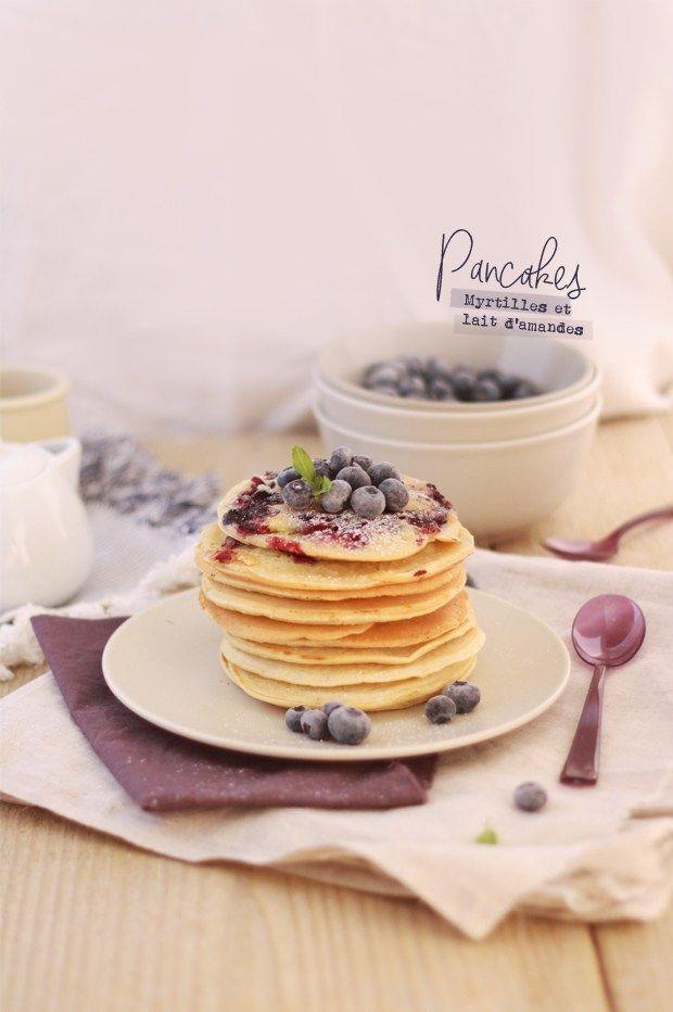 Pancakes-au-lait-d'amandes-et-myrtilles