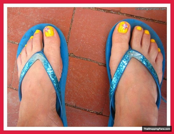mix yellow toe nail design