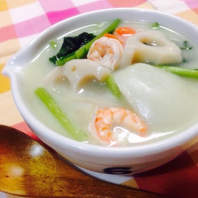 蓮根、蕪、蕪の葉、人参、玉ねぎ、海老で^o^ - 50件のもぐもぐ - 根菜の豆乳スープ by machiruda11