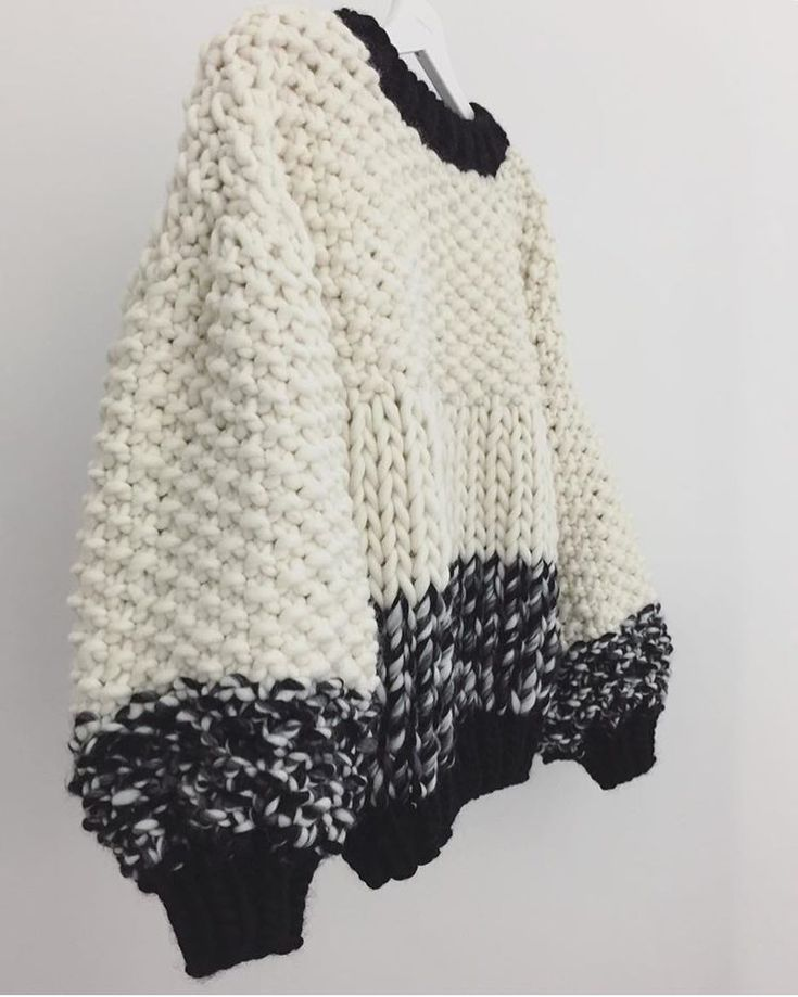 """861 Likes, 9 Comments - Trendy Tricot (@trendy_tricot) on Instagram: """"Black and white by @goldfreckles . #tricot #knitting #knittersofinstagram #inspiration #pull…"""""""