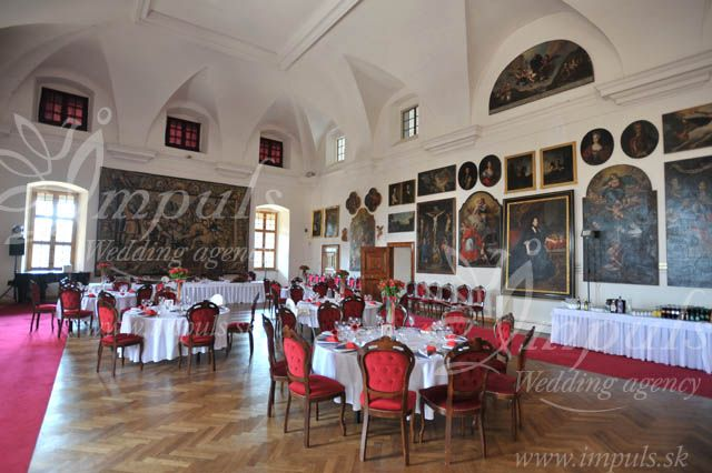Castle wedding in Hunyady Hall, Bojnice castle, Slovakia - red and black wedding? Why not:o)