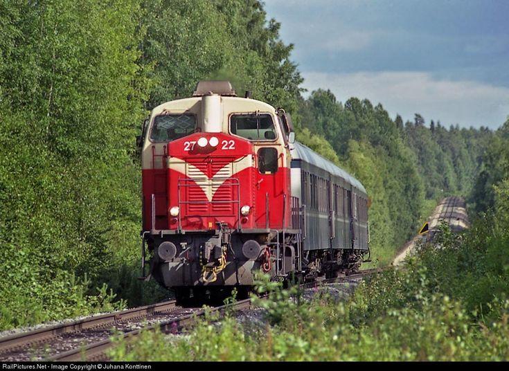 RailPictures.Net Photo: 2722 Finnish Railways Lokomo Dv12 at Jyväskylän maalaiskunta, Finland by Juhana Konttinen