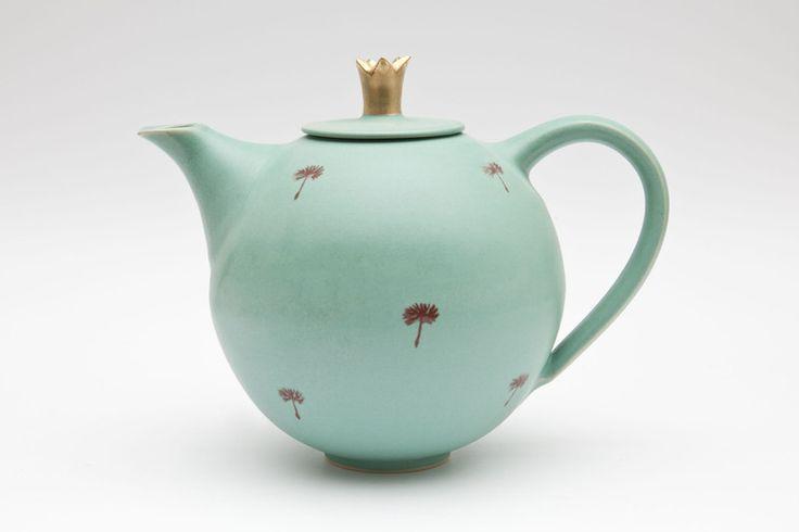 Teekanne mit Goldkrone von MaGo Keramik auf DaWanda.com