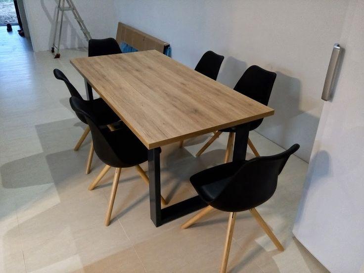 Moderní jídelní stůl a židle
