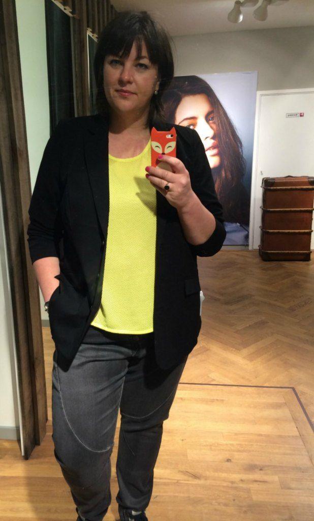 jasje, geel shirt, zwarte blazer, zwarte baggy jeans, Zizzi, grote maten, Amersfoort