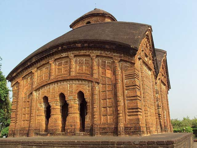 498shares Share Tweet West Bengal, situated in eastern India, is a land with a rich diversity. Home to different civilizations and known for its cultural diversity, West Bengal has a great history too. Bengal is mentioned in the epic Mahabharata. Thanks to its geographical location stretching from the great Himalayas to Bay of Bengal, the …