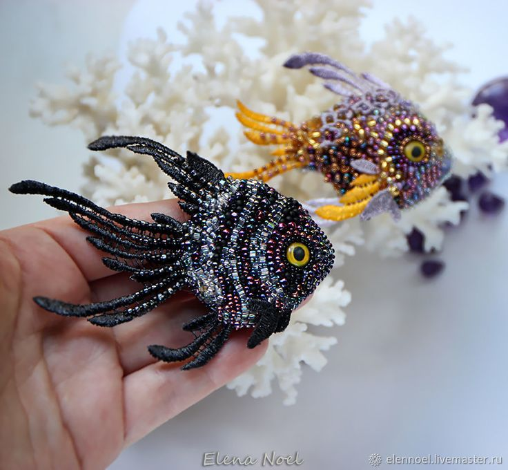 Купить Грациозная черная рыбка. Рыбка брошь вышивка бисером в интернет магазине на Ярмарке Мастеров