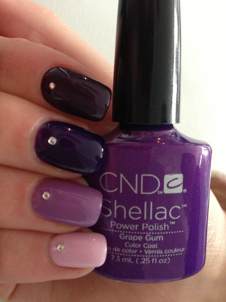 """Purple Ombre met Shellac Cake Pop, Lilac Longing, Grape Gum, Rock Royalty en Dark Dahlia What is CND Shellac? CND Shellac™ is the original and only power polish service, empowering you, the real woman with 14 days of superior, chip-free colour no matter what life brings you. • The original """"power polish,"""" CND Shellac combines the ease of polish with incomparable high-gloss shine and extended 14-day wear. • ZERO dry time – means there's no need to wait to grab your keys at the end of your…"""