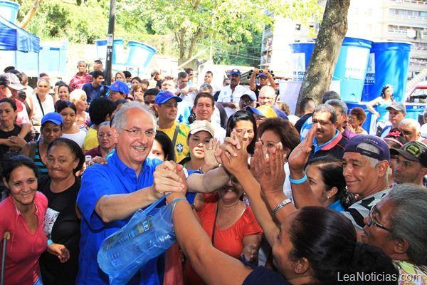 Antonio Ledezma @alcaldeledezma: ¿Dónde está el billón de dólares por la venta del petróleo? - http://www.leanoticias.com/2013/11/18/antonio-ledezma-alcaldeledezma-donde-esta-el-billon-de-dolares-por-la-venta-del-petroleo/