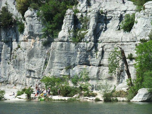 Blick über den Fluss zum Sektor Chaulet