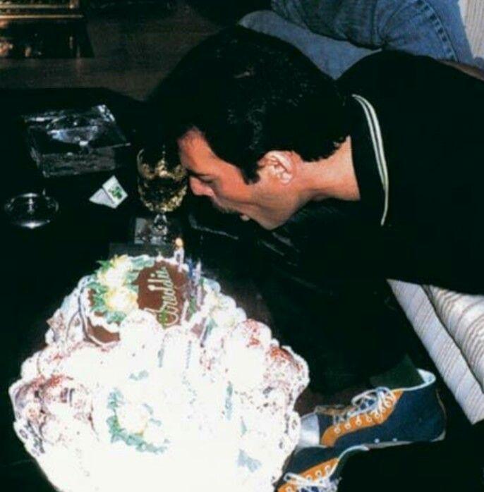 поздравление с днем рождения фредди меркьюри могут помочь