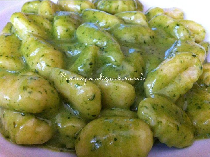 Gnocchi al Pesto http://blog.giallozafferano.it/conunpocodizuccheroesale/gnocchi-pesto/