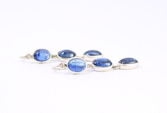 Boucle d'oreille pendante cyanite bleue et diamants en argent massif.