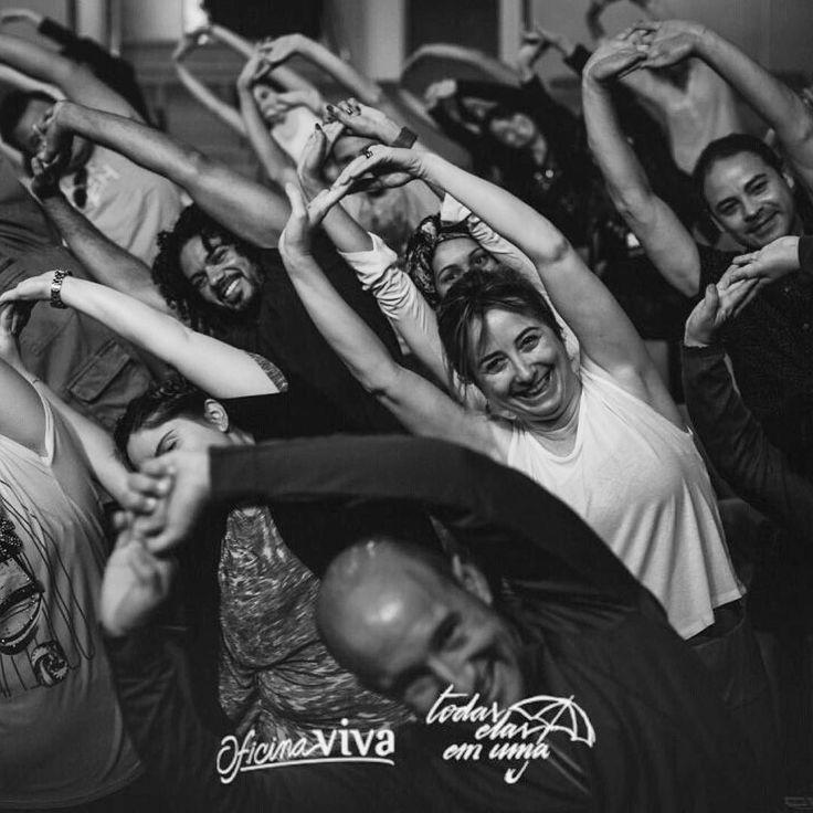"""Bom diiiiiiaaaaaaaa!!!!!!  #Repost @oficinavivaproducoes  Aquecimento preparação vocal concentração e muito ensaio... Alunos do CEVSP atores bailarinos e músicos ensaiando e se preparando para o tão esperado musical """"Todas Elas Em Uma"""" que aconteceu no dia 21 de novembro no Teatro Santa Marcelina em São Paulo! Sábado dia 28 de novembro tem mais """"Todas Elas Em Uma"""" no Rio de Janeiro!! #ShowViva2015 #TodasElasEmUma #CEVSãoPaulo #OficinaVivaProducoes #SouOficinaViva by ziza_fernandes"""