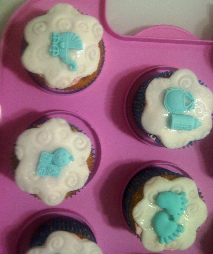 cupcake ai frutti di bosco con decorazione in pdz