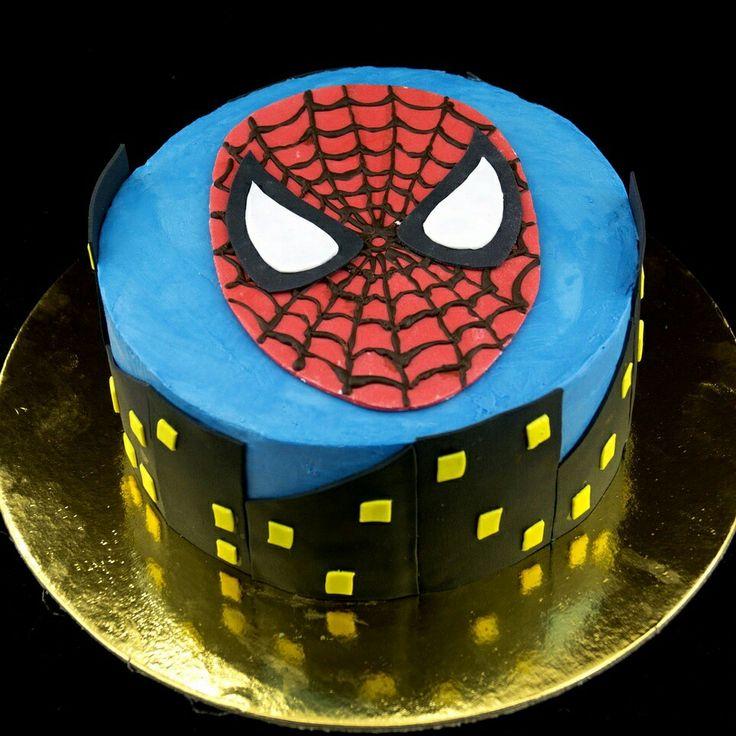 """Торт """"Человек-паук"""" 1,7 кг. Внутри молочный бисквит, бананы и крем-чиз. Элементы украшения из мастики."""
