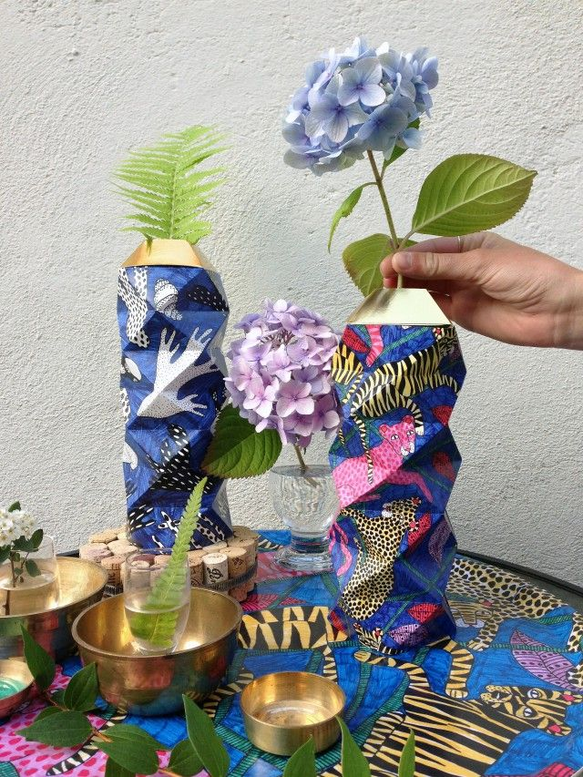 Who thought you could put flowers in a paper vase, but it is possible with a little help from a plastic bottle. This very colourful creation is called Chrome Tigers and is a collaboration between the paper wizard Future Days and pattern designer Smooth Life. We love it!