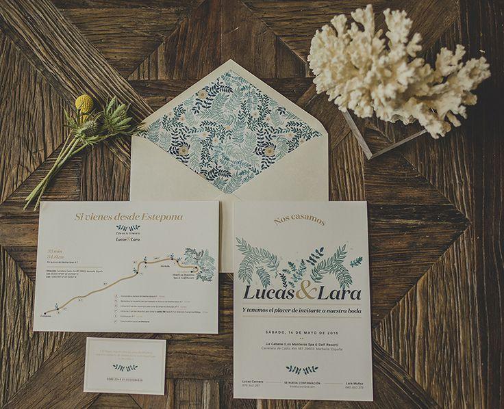 Invitación de boda en formato vertical (hay dos formatos) y plano de situación. La primera colección de #papeleríadebodas de Loveratory sabe a mar, al rumor de las olas dentro de una caracola, a los rayos de sol al atardecer sobre el Mediterráneo. Refrescante, serena y elegante, así es 'A mar sabe el amor' #invitacionesdeboda #meserosdeboda #brandingdeboda #weddingstationery #bodas2016 #greenwedding #ecowedding #seawedding #bridaltrends #weddingtrends #paperslovers #diseño #weddingdesing