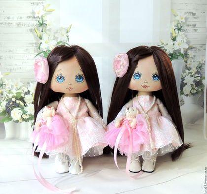 Купить или заказать Малышки в интернет-магазине на Ярмарке Мастеров. Очаровательные куклы-малышки сшиты на заказ, с учетом индивидуальных пожеланий. Платье из корейского хлопка и кружева, ботиночки из натуральной кожи, снимаются, волосы можно аккуратно расчесывать и менять прическу, цветочки можно снять.Цена за одну куколку. Можно заказать повтор с учетом индивидуальных пожеланий.