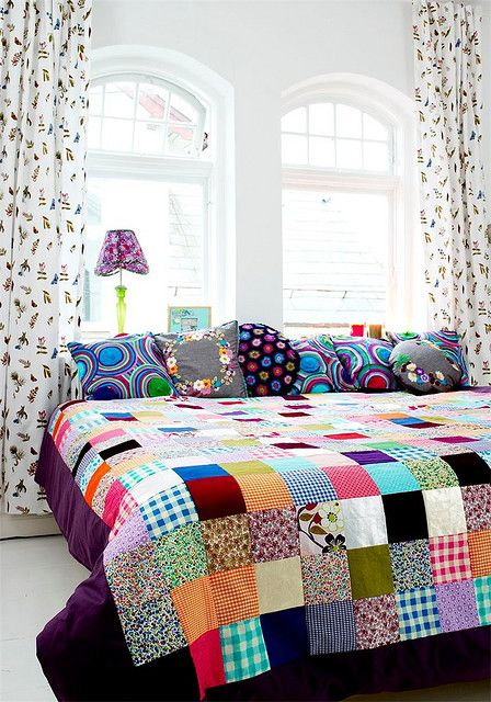 quilt of happiness (with bonus pillows of cheer). LOVE the colors here!