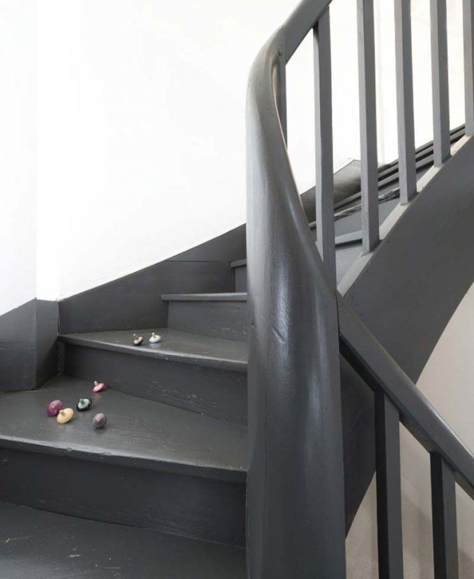 Les 25 meilleures id es concernant escalier en bois peint sur pinterest peindre des escaliers - Escalier peint en gris ...