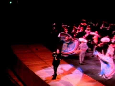 Juan Gabriel - Popurri (En Vivo) Best concerts were of Juan Gabriel! Such a sweet humble man..