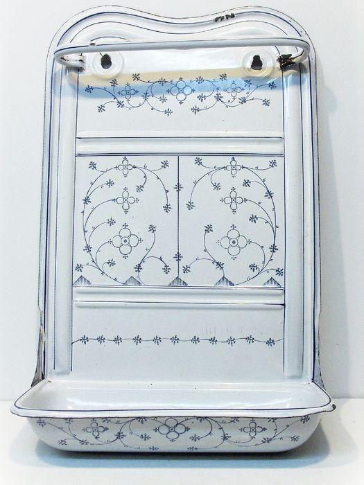 http://veiling.catawiki.nl/kavels/896355-saksisch-emaille-lepelrek-1e-helft-20e-eeuw