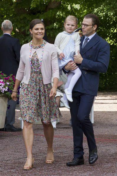 La princesse Victoria de Suède fêtera ses 39 ans le jeudi 14 juillet 2016. Paris Match revient en images sur ses looks d'anniversaire depuis ses 25 ans.