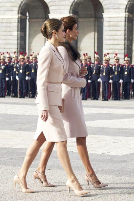 piękne róże - Królowa Letizia na spotkaniu z żoną prezydenta Argentyny
