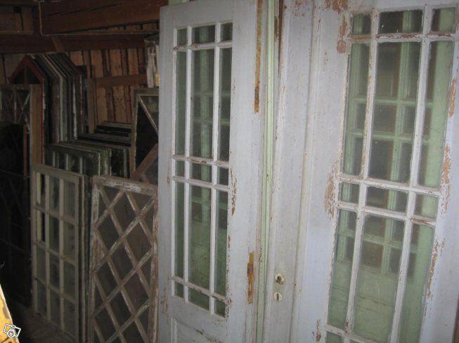 Hej!  Jag har många fönster, dörrar och pardörrar. Priser: Fönster från 300 kr Dörrar från 600 kr
