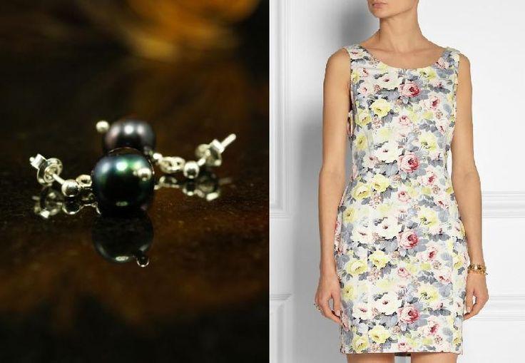 Ciepła pogoda wciąż trwa, a kwieciste sukienki wciąż w modzie. Do tego skromne kolczyki na sztyfcie.  http://www.pearlline.com.pl/pl/round/732-kolczyki-rice-z-duzej-bialej-perly-.html