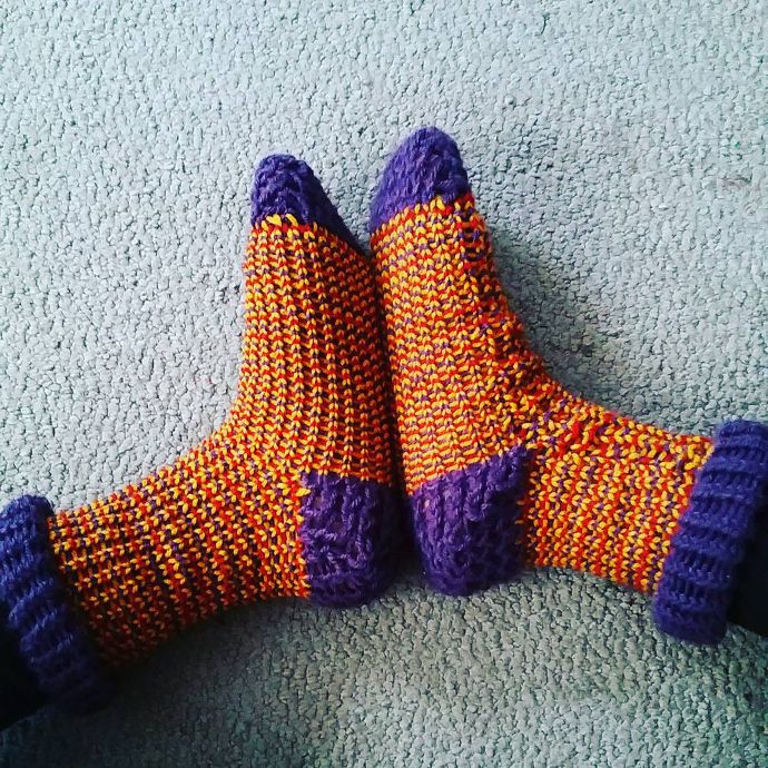 Loom knitted socks by @musicald0_odle