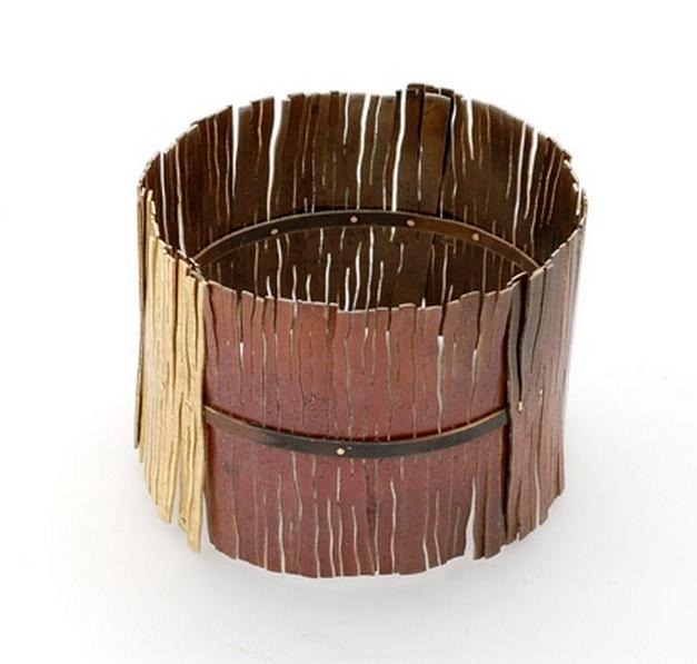 Bracelet | Lucia Massei.  'Non una parola'.  Shibuichi, yellow gold.