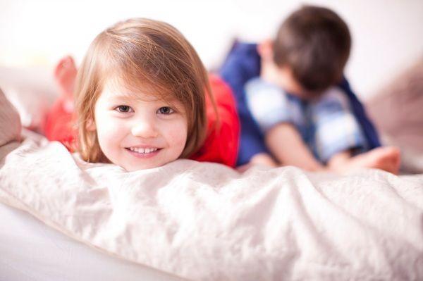 Bisogna imparare a guardare il mondo con gli occhi del bambino, cercando di capire perché urla e piange o perché disubbidisce.  Dunque prima di agire immedesimatevi nei suoi pensieri e nelle sue paure. Dal libro 'I pensieri segreti dei bambini' di Claudia M. Gold, pediatra e psicologa americana