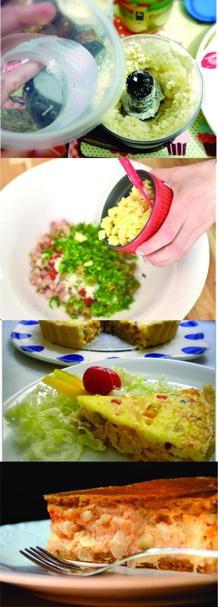 Torta de palmito pupunha com requeijão  Coloque na batedeira a margarina e bata na velocidade lenta usando o globo. Acrescente o sal e aos poucos os ovos batidos. Adicione creme de leite e bata até montar um creme.