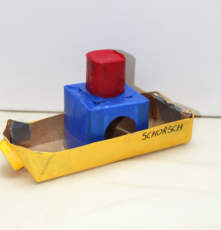 """Milchkarton Dampfer  (Idee mit Anleitung – Klick auf """"Besuchen""""!) - Auch dieser Dampfer wurde mit Recycling-Artikeln und viel Liebe gebastelt. Selbst jüngere Kinder können dieses Boot ohne größeren Schwierigkeiten basteln! In kurzer Zeit entsteht so ein richtig schönes Schiff."""