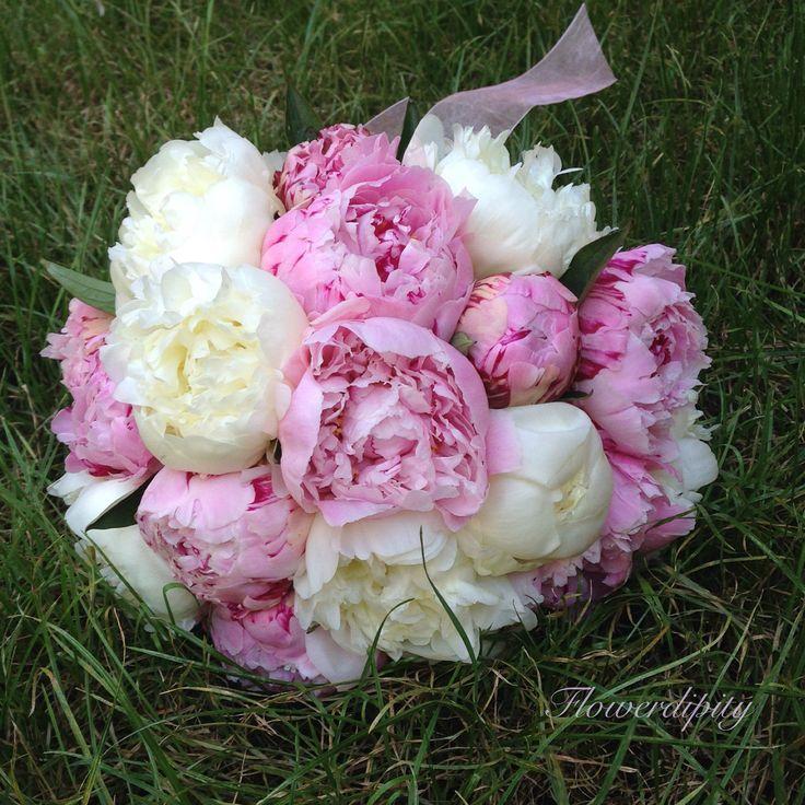 Peonies bride bouquet #flowerdipity #bride #peonies #bouquet #white #pink #wedding #happy #elegant #event