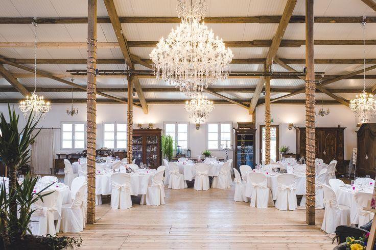 Rottlerhof Lorrach Hochzeitstische In Scheune Rottlerhof Lorrach In 2020 Table Decorations Decor Ceiling Lights