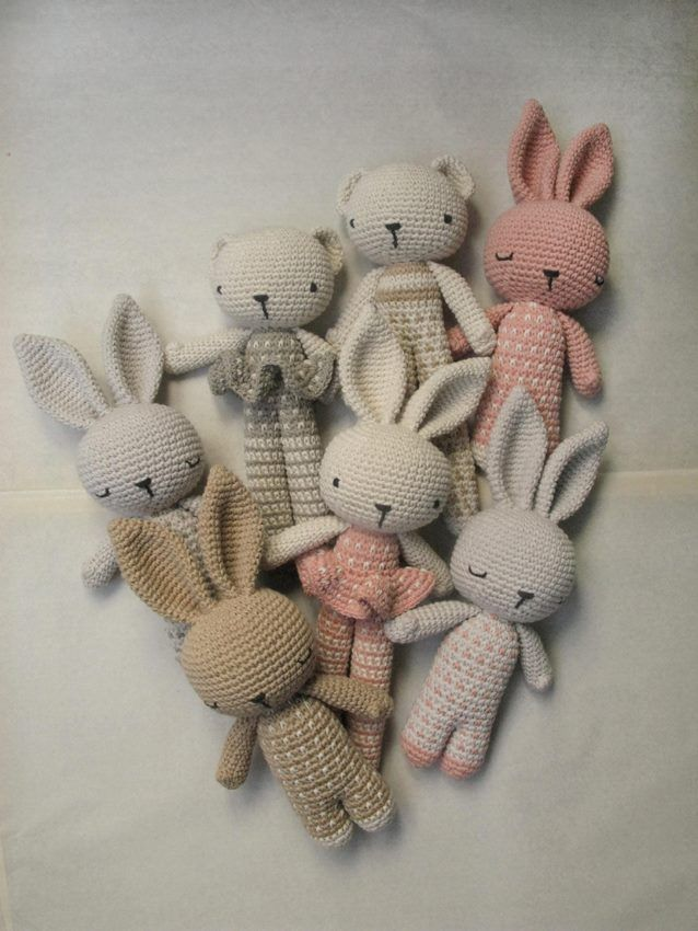 Crocheted Bunnies and Bears | https://www.facebook.com/Arandanocrochet #peluche…