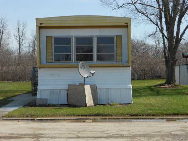 Homette Mobile Home For In Bay City Mi Mobile Homes For Sale Mobile Home Trailer Home