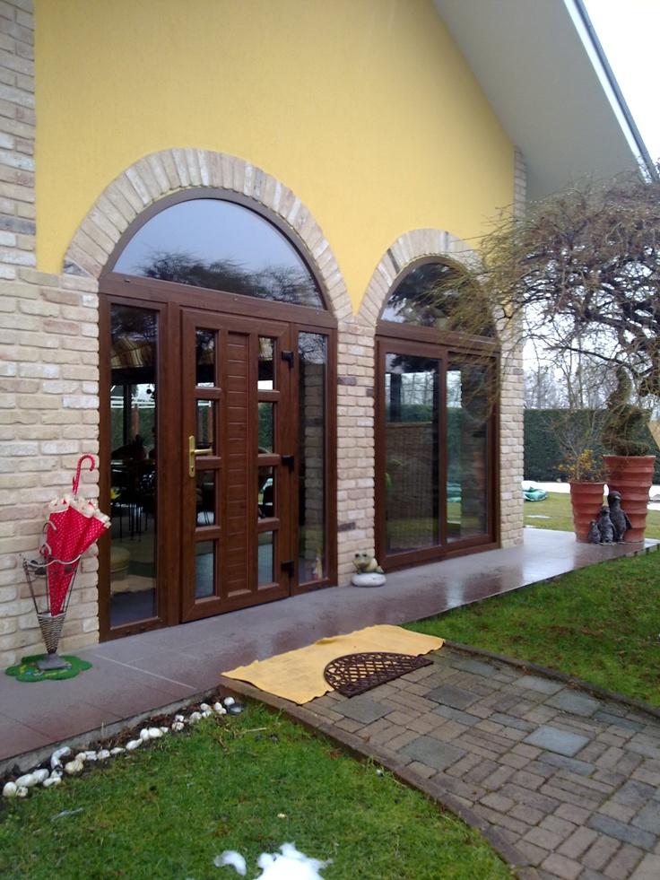 Vf2 serramenti esegue porte e finestre centinate e su disegno. Siamo partner della più grande azienda europea nella produzione di infissi in Pvc. Visitate il nostro sito.