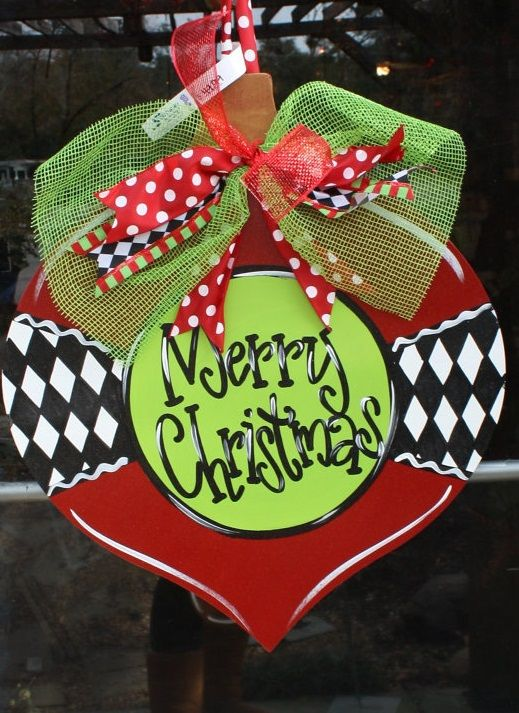 Argyle Christmas Ornament Wooden Door Hanger - Southern Landscaping Garden & Gifts