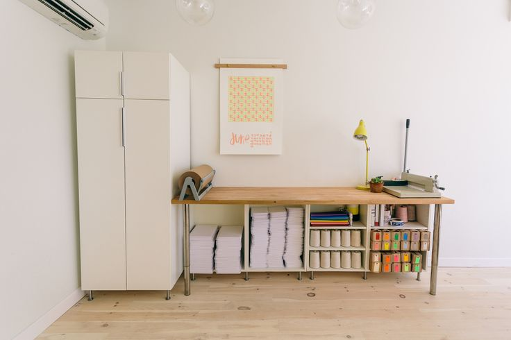 Knot and Bow's super cute studio: Living Work Studios, Studios Spaces, Studios Workspaces, Work Spaces, Packaging Stations, Workbenches Storage, Bows Workstation, Design Offices, Knot Bows