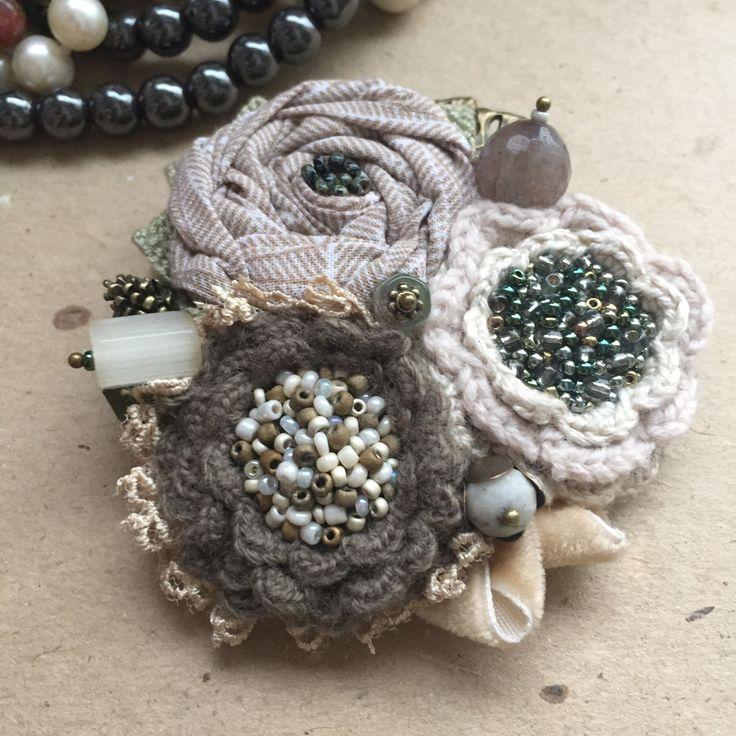 """Купить Вязано-текстильная брошь """"Лесная фея"""" - натуральные материалы, натуральные камни, бисер"""