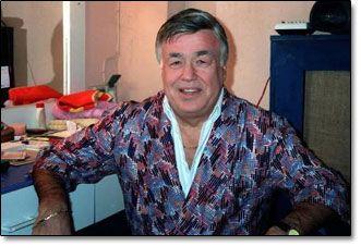 """Tevfik Gelenbe (d. 1931, İstanbul - ö. 20 Ekim 2004, İstanbul), Türk tiyatro sinema ve dizi oyuncusu.  Vefa Lisesi mezunudur. 1960 yılında İstanbul Şehir Tiyatroları'nda sanat yaşamına başlayan Gelenbe, 1969'da """"Tevfik Gelenbe Tiyatrosu""""nu kurdu. """"Tevfik Gelenbe Tiyatrosu"""" vesilesiyle, özellikle genç oyunculara sağladığı desteklerle tanındı. 1980'lerde Uğurlugil Ailesi televizyon dizisinde canlandırdığı """"Bacı Kalfa"""" rolü ile ülke çapında üne kavuşmuştur."""