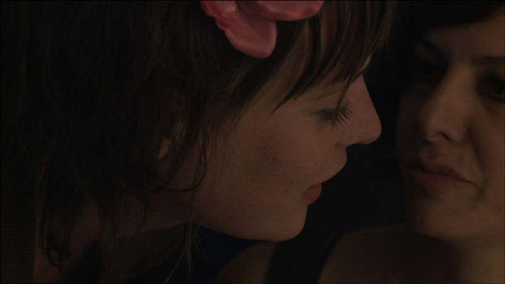 Berlin Telegram (Leila Albayaty, Irak 2012). Singer-songwriter Leila werkt en woont in Brussel. Wanneer Antoine, de man op wie ze verliefd is, haar ineens voor een andere vrouw verlaat, vertrekt ze naar Berlijn om een nieuw leven te beginnen. Voordat ze de deur van haar appartement voor de laatste keer sluit, filmt ze zichzelf in een spiegel en zweert ze dat ze ooit de beelden van haar nieuwe leven op zal sturen naar Antoine.