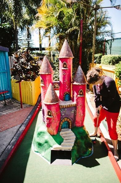 A challenge for both kids AND adults! Putt Putt Mini Golf on the #GoldCoast has all you need for a day full of family-fun! And afterwards, we have all you need for a nice afternoon of relaxation and yummy food at the best #hotels in #Australia!